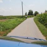 Kelias į Silvio kaimą. O ten kaimietis ant dviračio. Toks labai italas man pasirodė.
