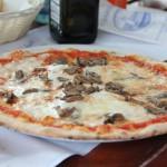 Pirmą dieną atskridę gavome pavalgyti Itališkos picos italo užrodytame itališkame restoranėlyje. Nei nustebino nei nuvylė. Žinokit Va Piano panaši labai.