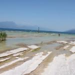 O čia pliažas kuriame gulinėjome ir maudėmės. Tie akmenys gražūs, bet slidūs.