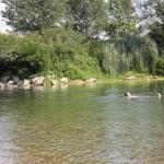 """Štai kaip gera upėje """"olio"""", kai lauke taip karšta."""
