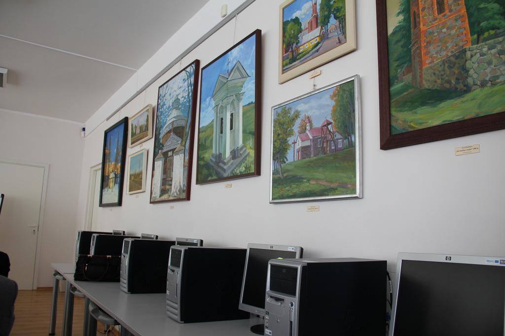 Vietinių dailininkų paveikslai