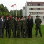 Bendra foto su vėliavomis fone