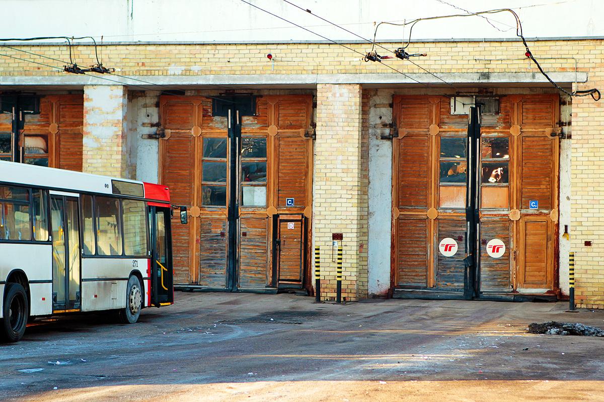 Augusto Didžgalvio nuotrauka. Antrojo troleibusų parko garažo vartai.