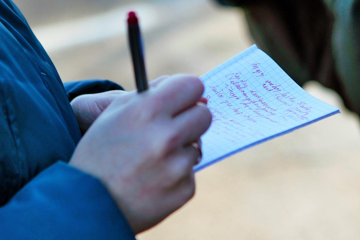 Augusto Didžgalvio nuotrauka. Pati galingiausia ir efektyviausia detektyvų priemonė: rašiklis ir užrašinė.