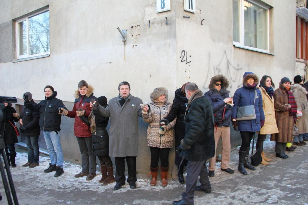 Žmonės ant kampo labai tinkami fotografuoti.  Su šiais žmonėmis rėkėme: Слава Украине! Героям слава!