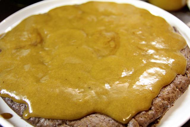 Keksinis šokoladinis pyragas su slyvų džemu